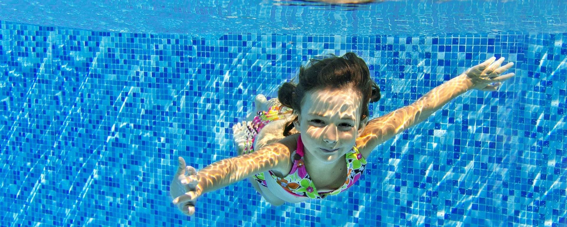 בריכות שחיה ומערכות מים