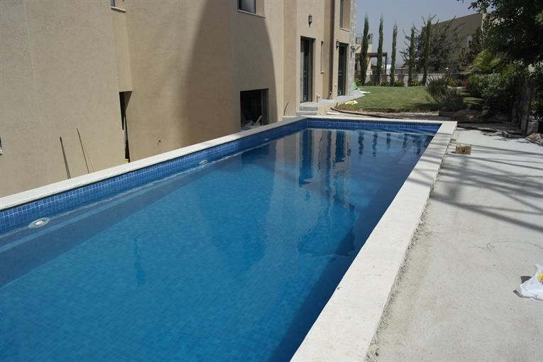 בריכת שחייה מבטון במושב נחושה